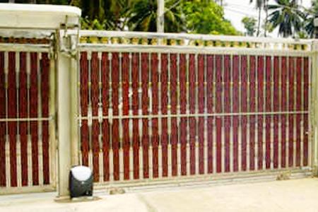 รีโมทประตูรุ่น CROSS3E กับประตูไม้