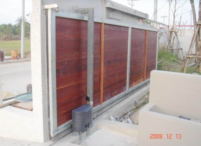 CROSS 18E - ประตูไม้